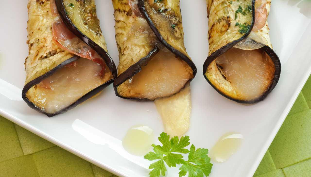 Finger food di verdura con salume e formaggio