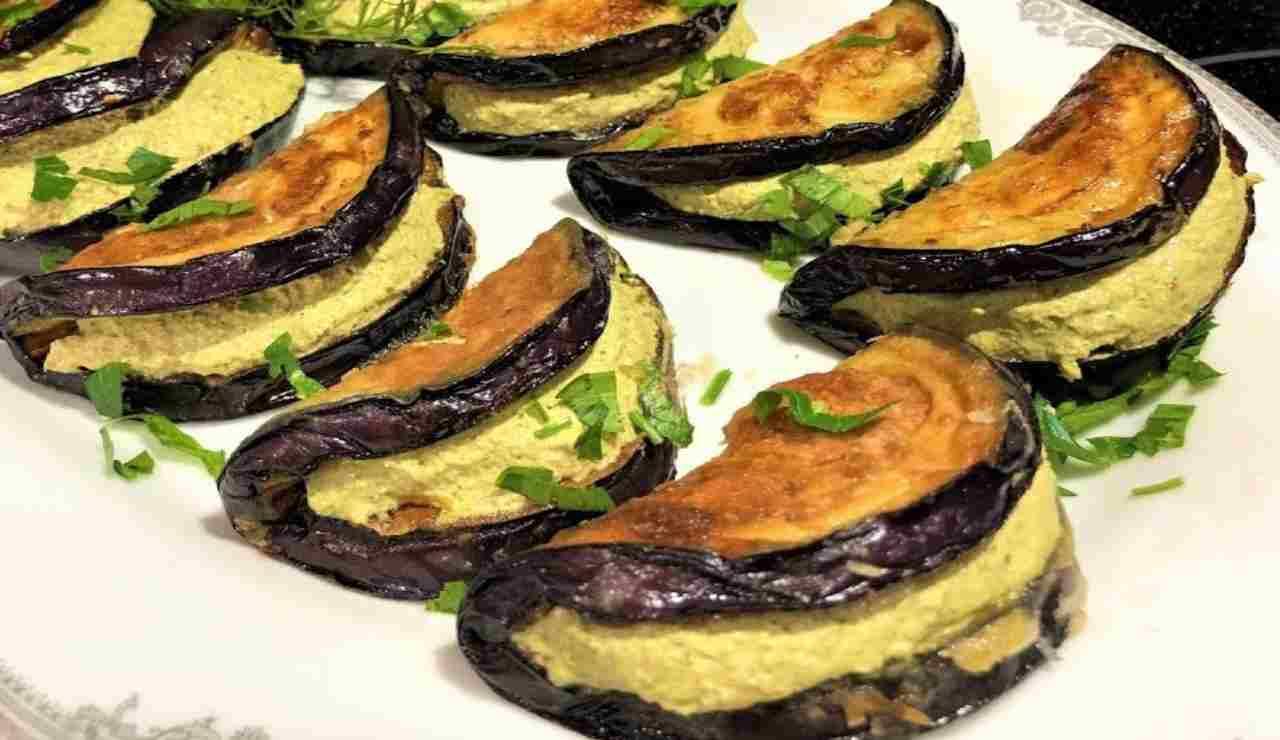 Sandwich di melanzane con omelette alla mozzarella