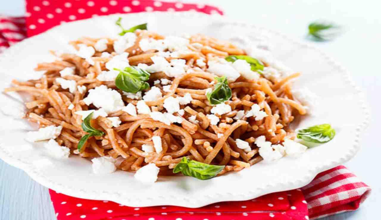 Spaghetti di farro ricotta e basilico