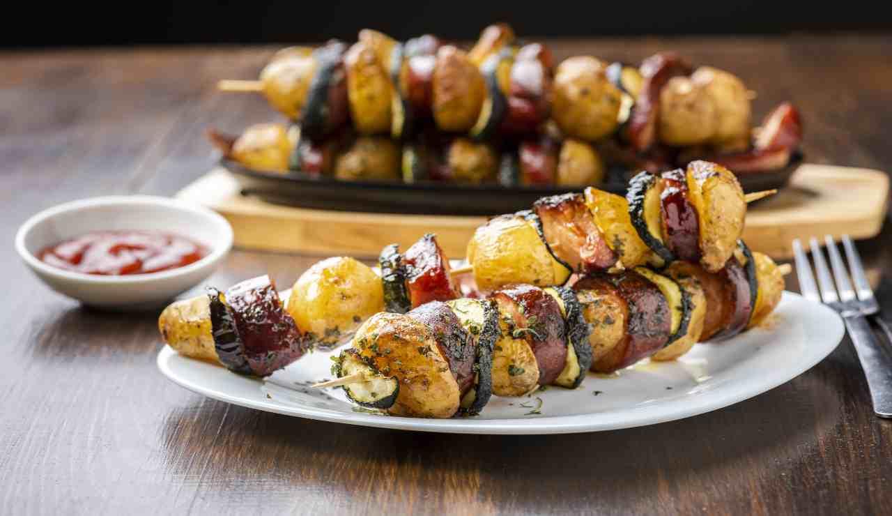 Spiedini patate e salsiccia con friggitrice ad aria