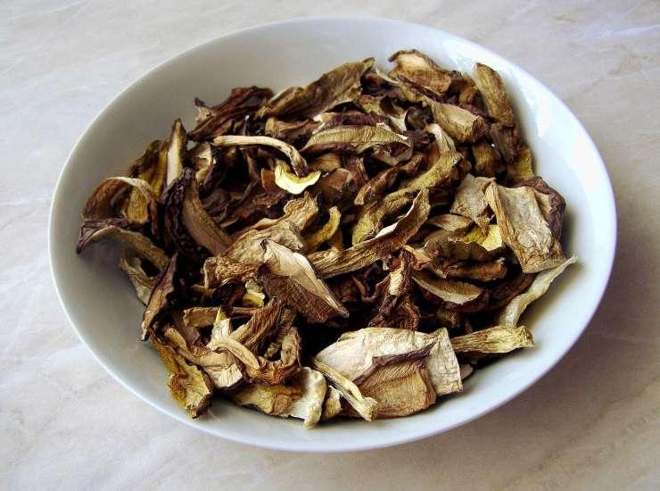 funghi secchi essiccati
