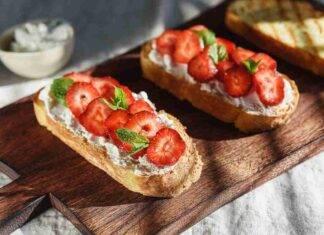 bruschetta fragole robiola ricetta FOTO ricettasprint