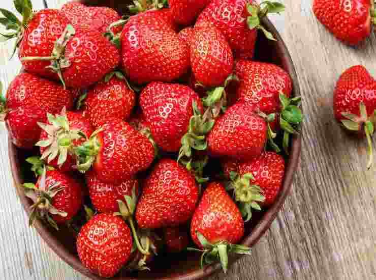 Bruschetta con fragole e robiola FOTO ricettasprint
