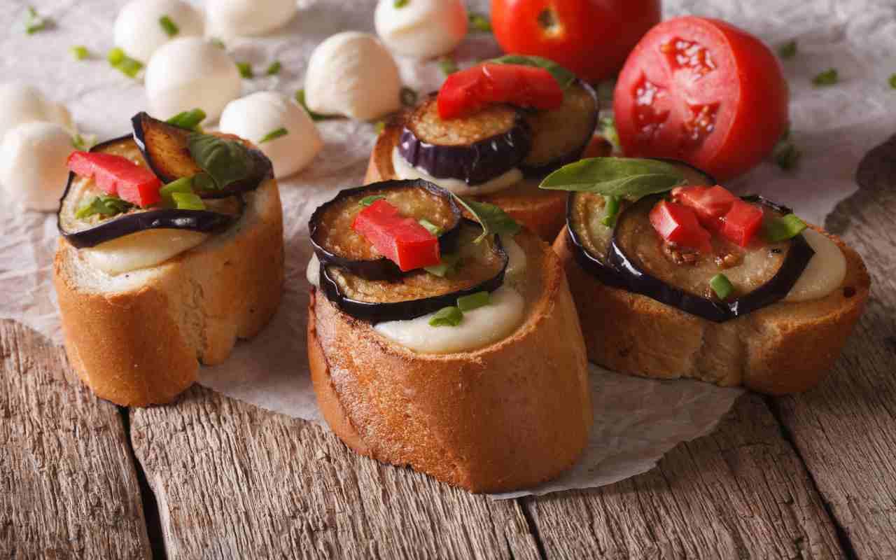 bruschetta mozzarella melanzane ricetta FOTO ricettasprint