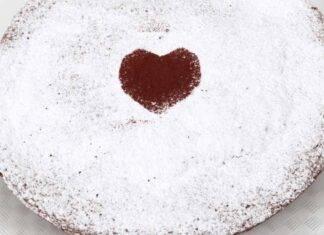 Dolce con frutta secca e cioccolato