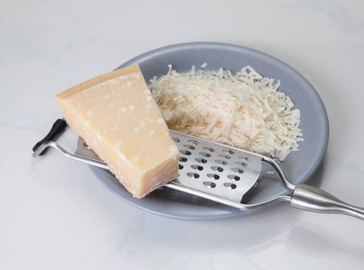 Cilindri di parmigiano con crema di bufala e pomodorini secchi ricetta