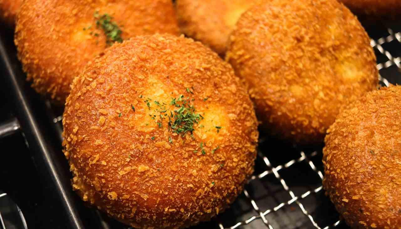 """""""Panino"""" di zucchine farcito, impanato e fritto"""