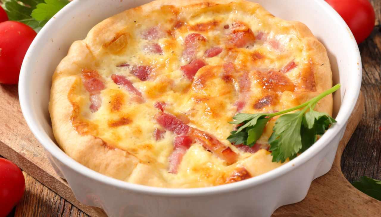 Torta salata con affettato, formaggio e verdure