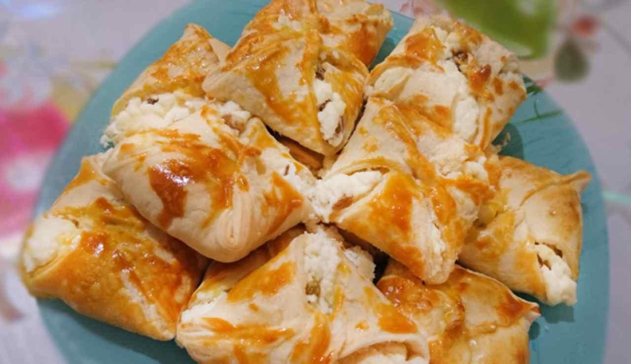 Fagotti di pasta sfoglia con ricotta peperoni arrostiti e guanciale