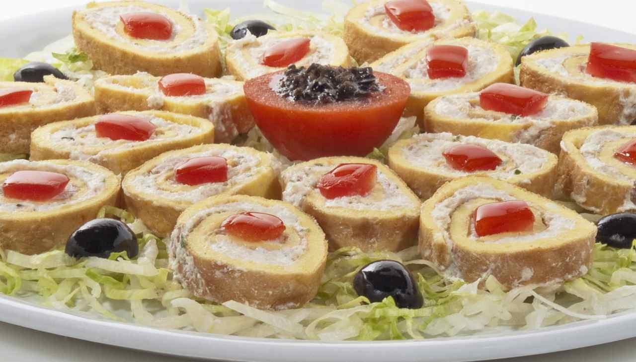 Finger food con uova e crema di tonno
