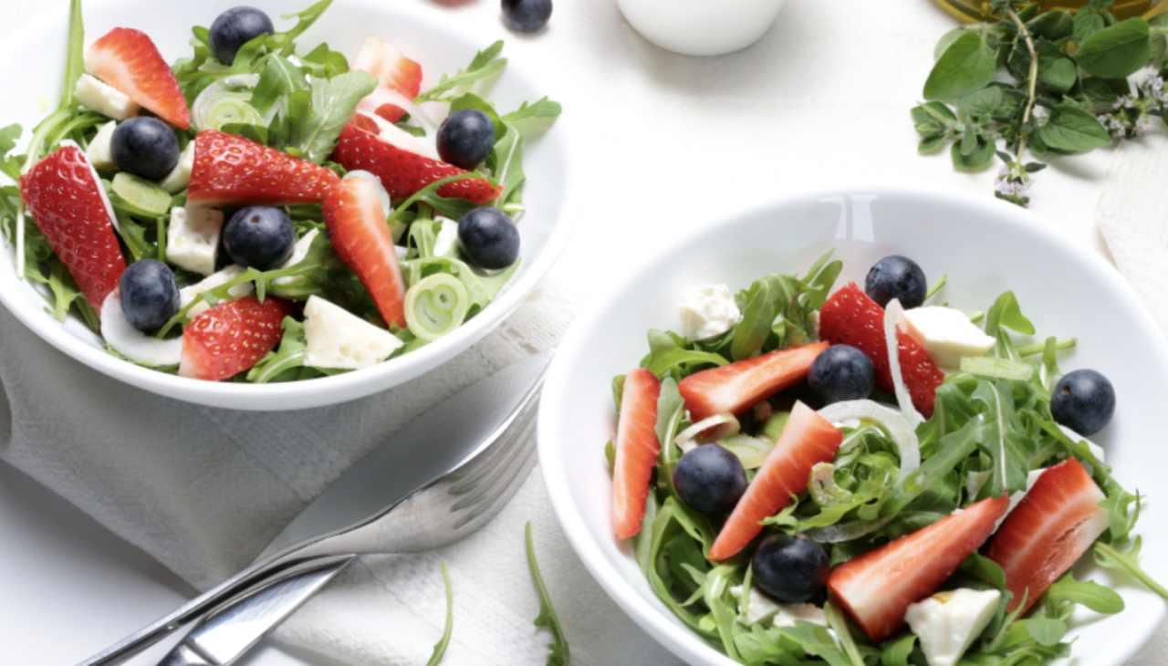 Finger food con frutta, verdure e formaggio