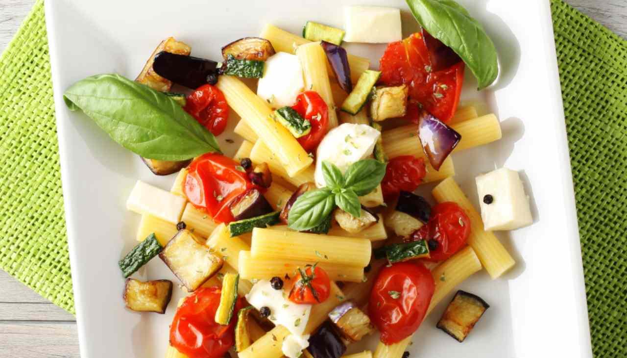 Insalata di verdura e formaggio