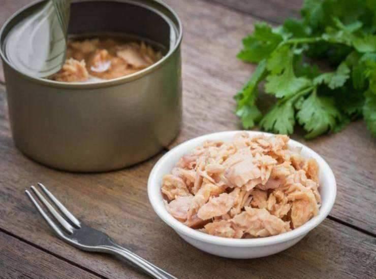 Insalata di riso con tonno e maionese FOTO ricettasprint
