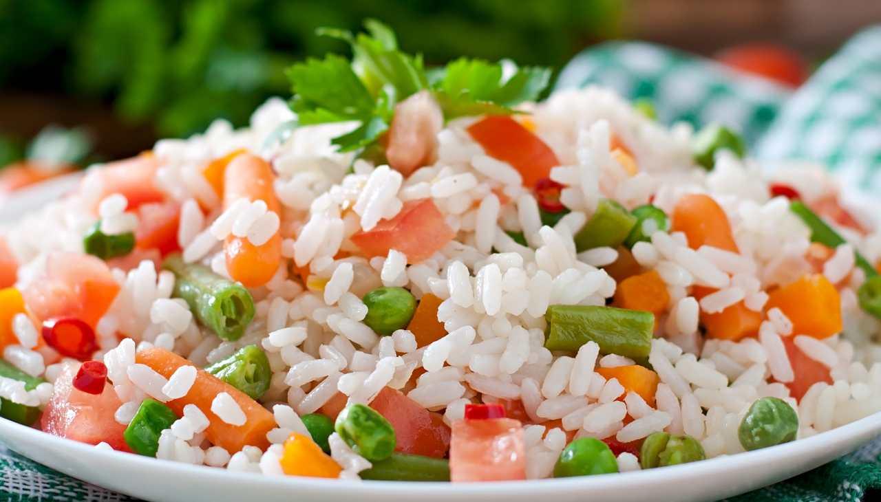 Finger foor di riso con verdure e pesce