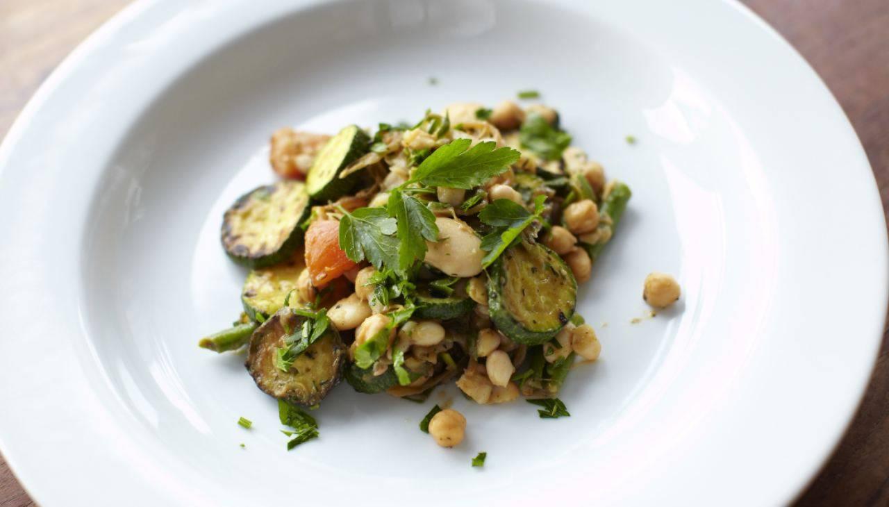 Piatto unico di verdure senza glutine
