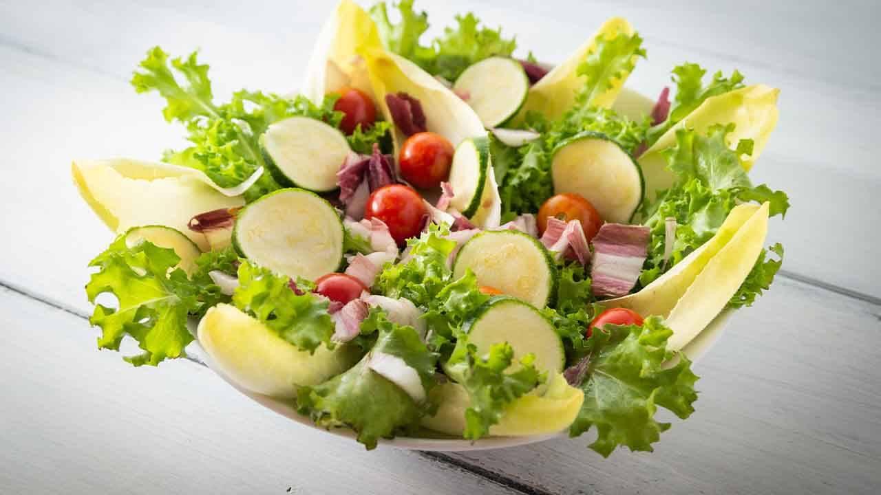 zucchine a crudo all'insalata