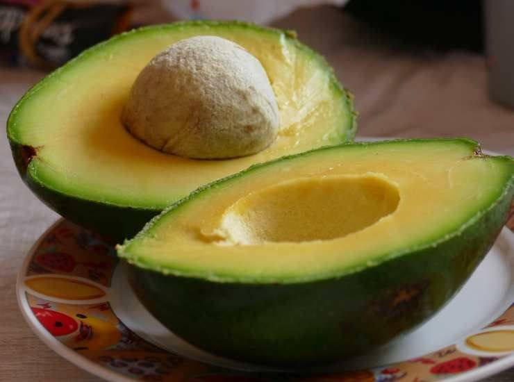 Insalata russa estiva con crema di avocado ricetta