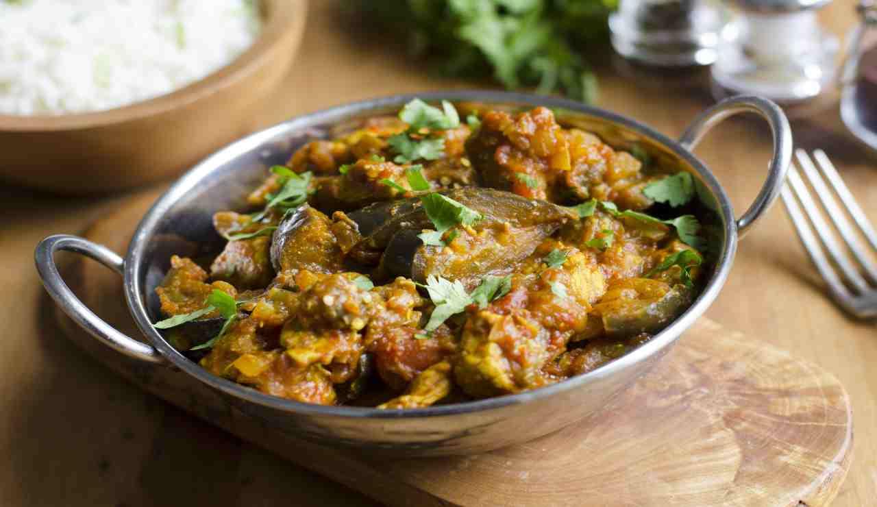 Maiale con melanzane al curry
