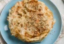 Finger food di pane carasau farcito con verdure e formaggio