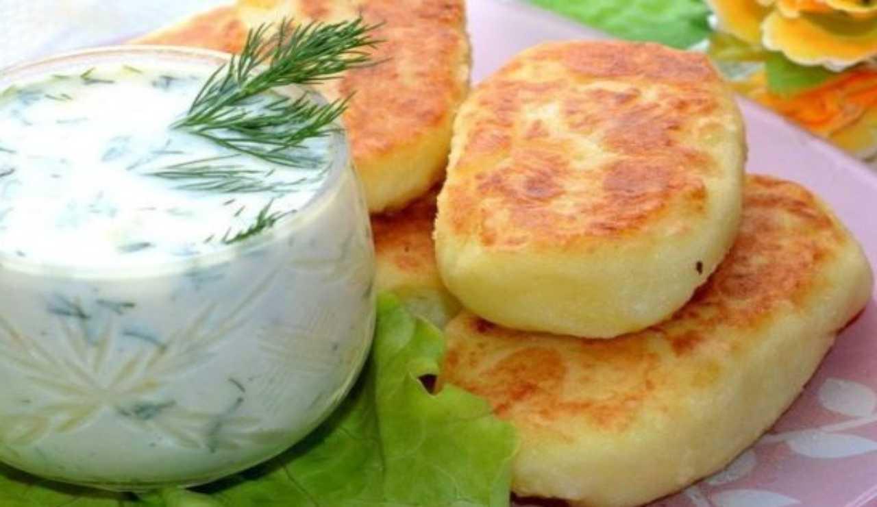 Pagnotte di patate con speck e mozzarella
