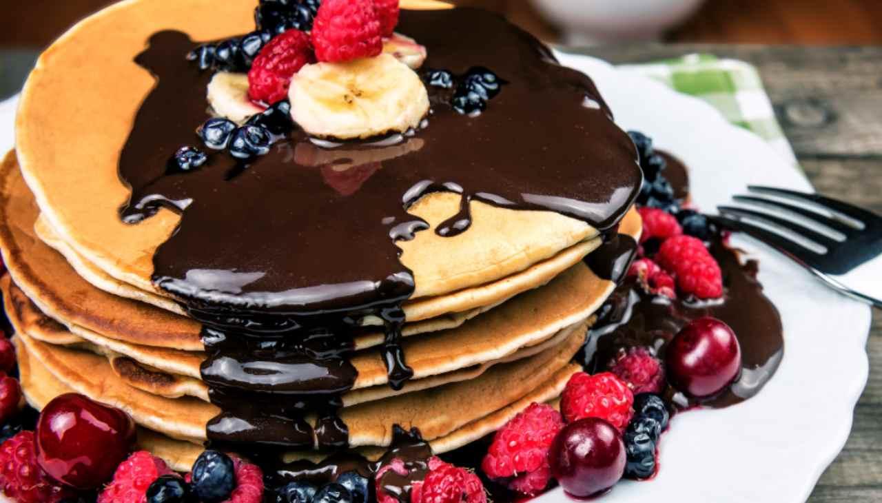 Dolcetti con frutta e cioccolato