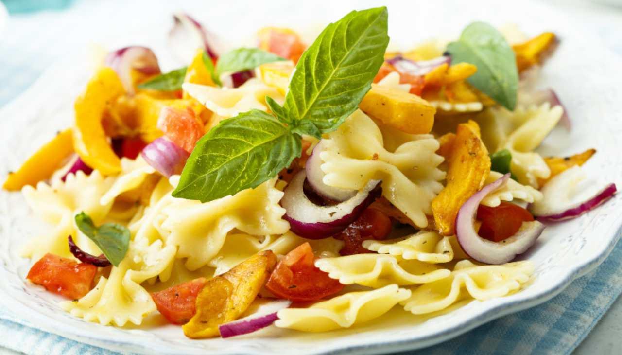 Insalata di pasta con verdura e tuberi