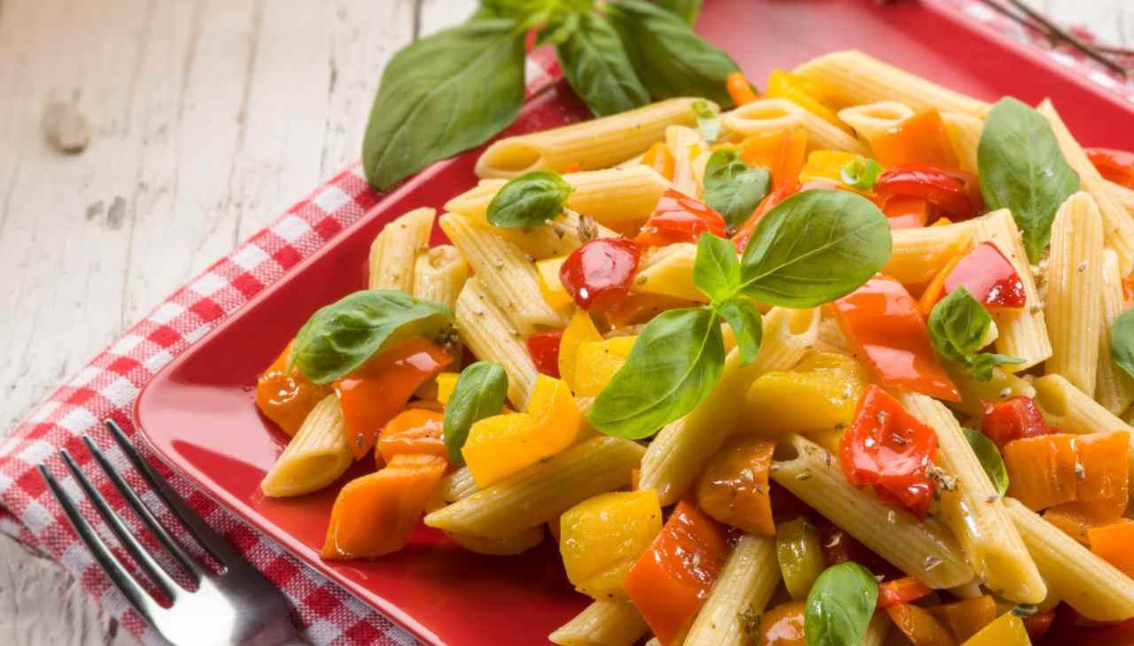 Pasta con ortaggi e erbe aromatiche
