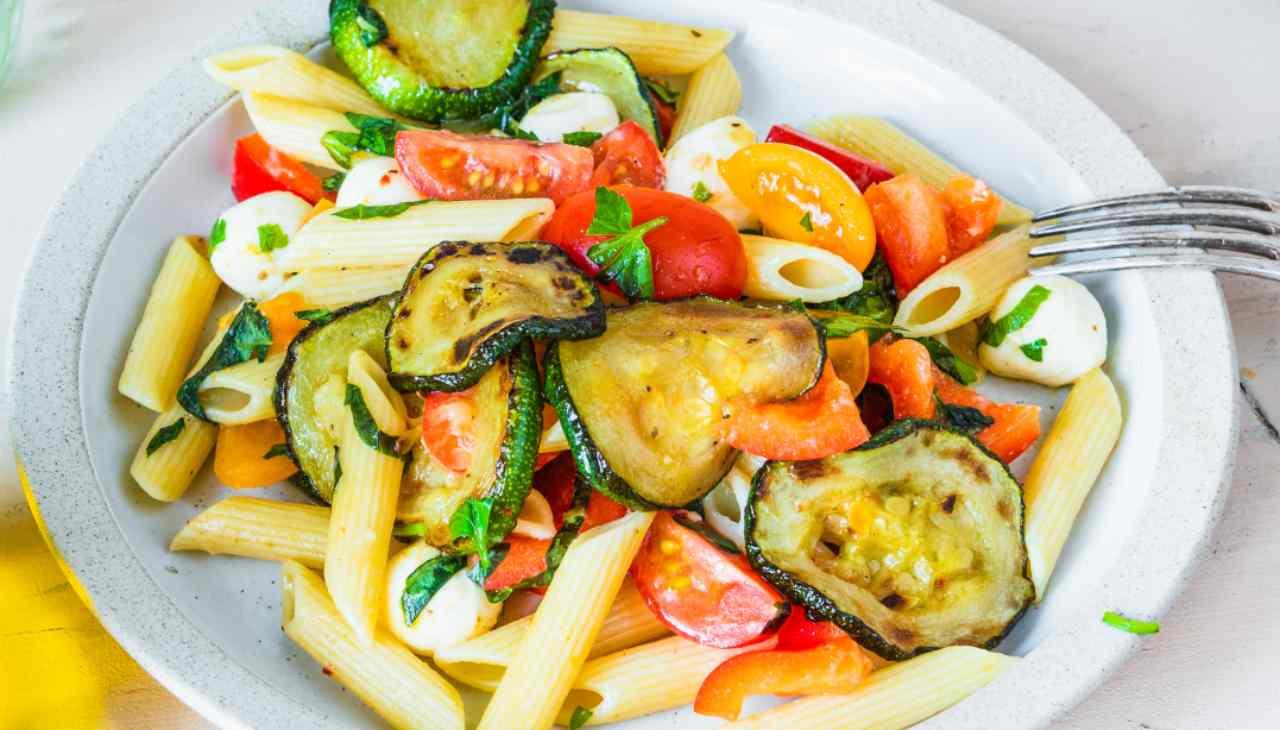 Primo piatto con verdure e formaggio