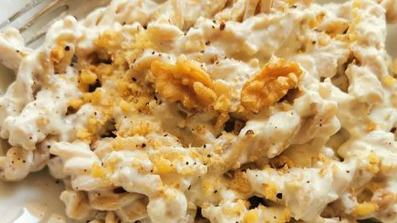 Pasta con crema di formaggio e noci