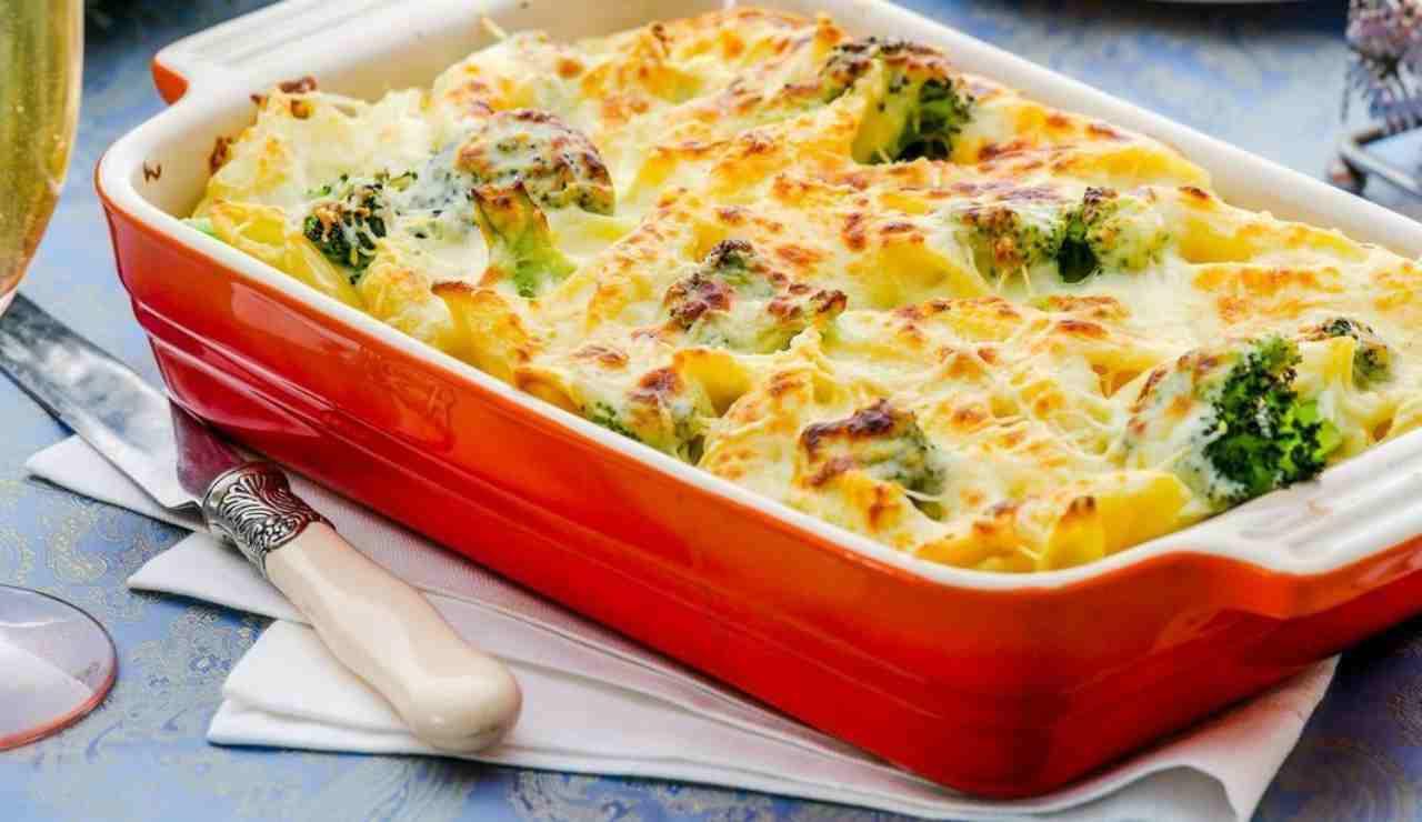 Pasta gratinata filante con broccoli e peperoni arrostiti