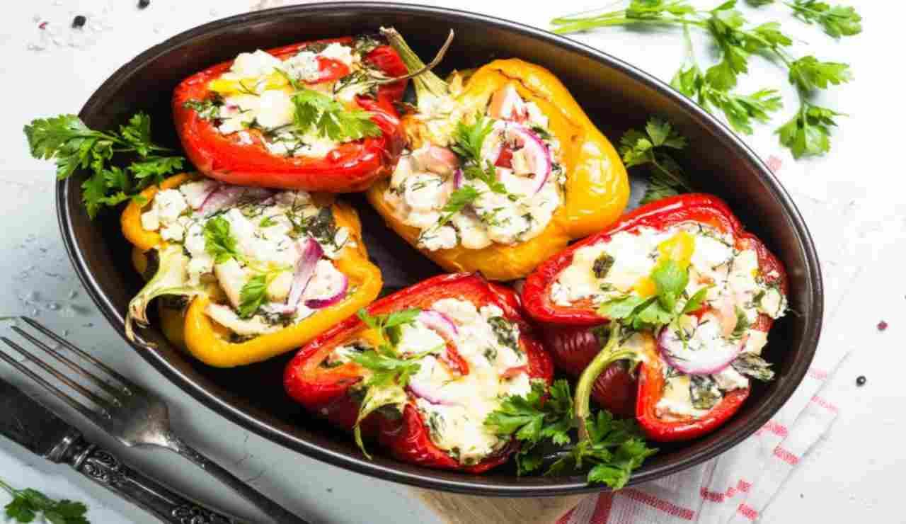 Peperoni arrostiti con verdure fresche e philadelphia