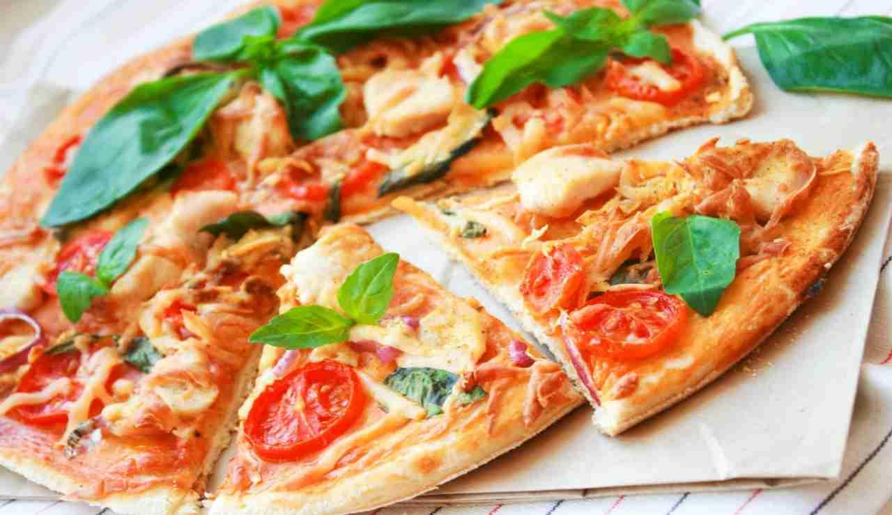 Pizza furba senza farina con pomodorini confit