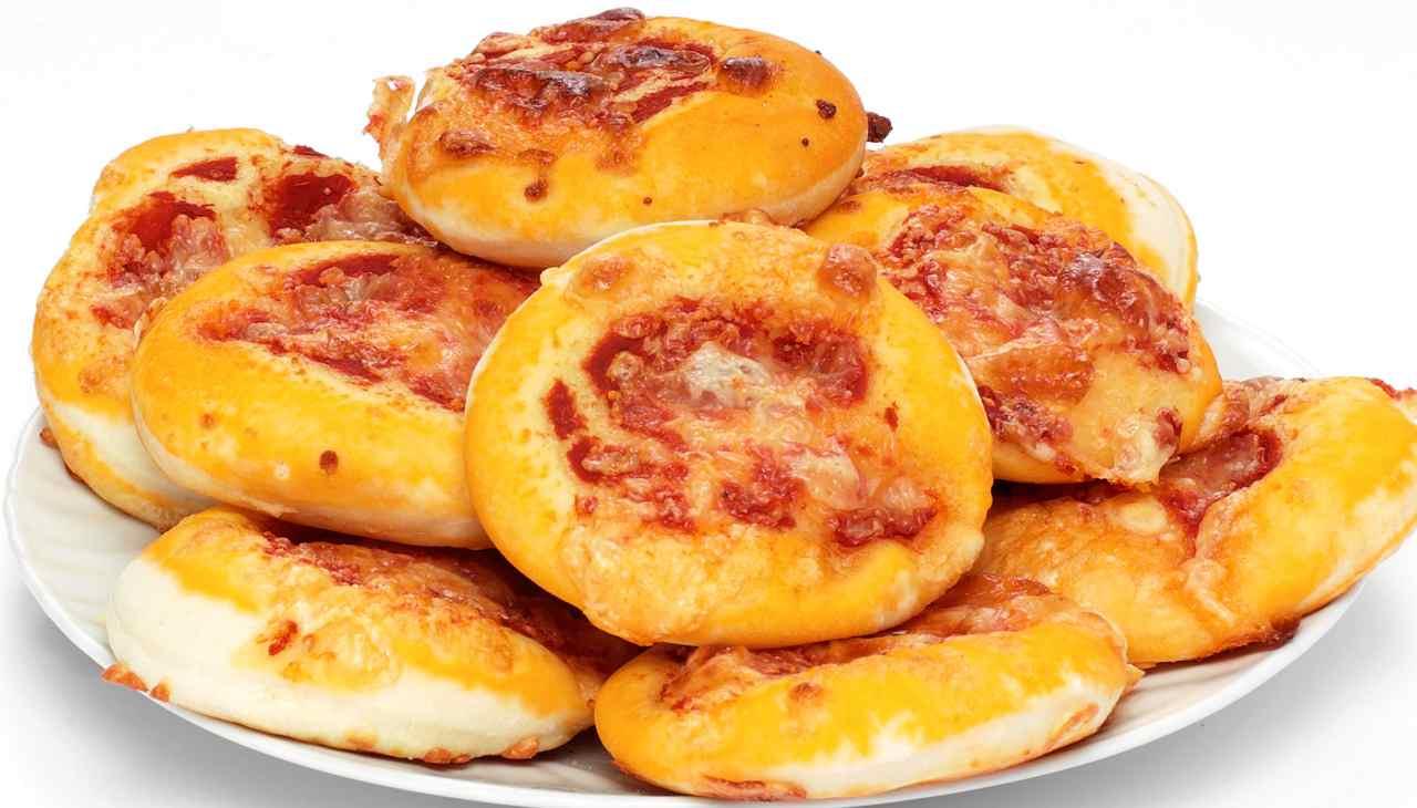 Finger food con pomodoro e formaggio