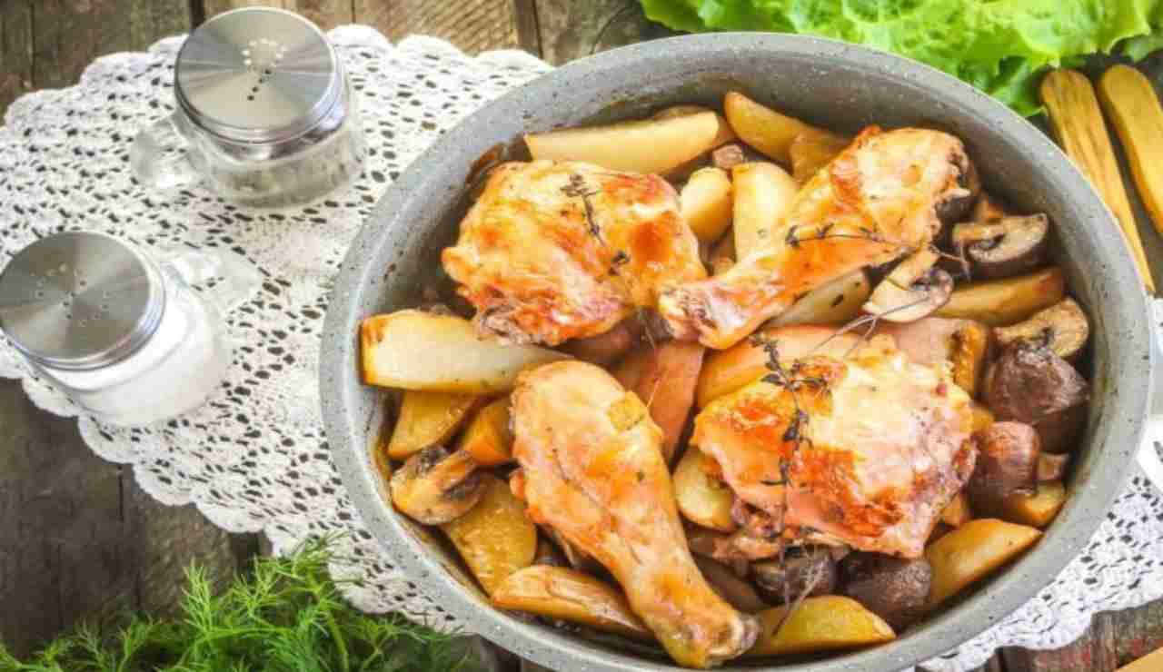 Pollo al rosmarino con patate e funghi
