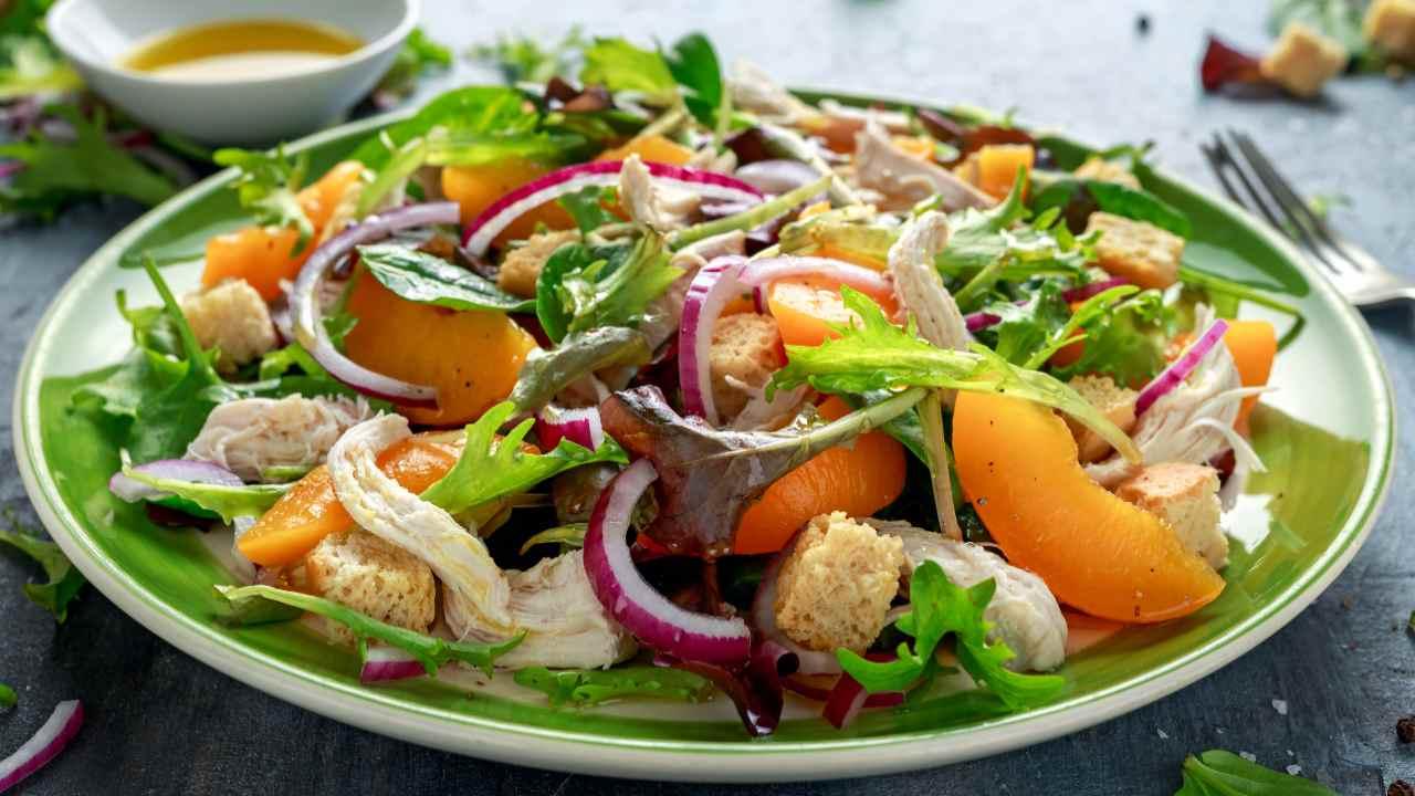 insalata pollo con pesche