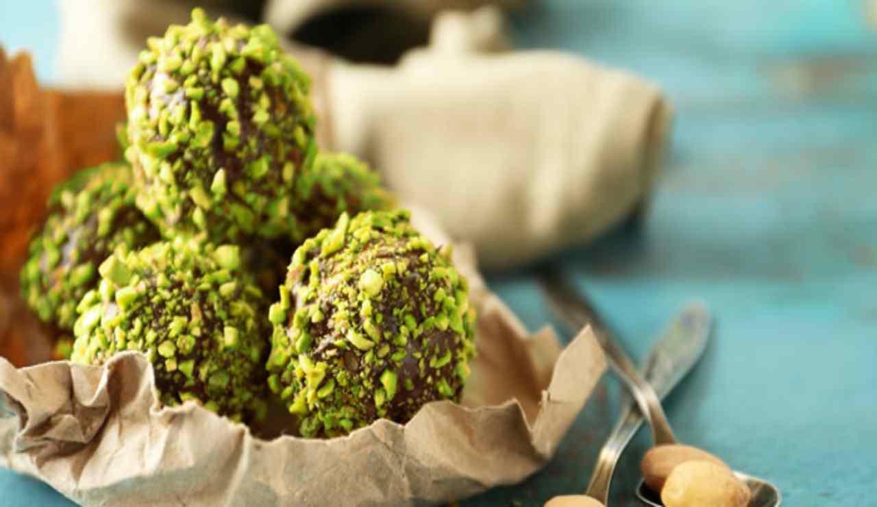 Rocher al pistacchio nocciole e cioccolato