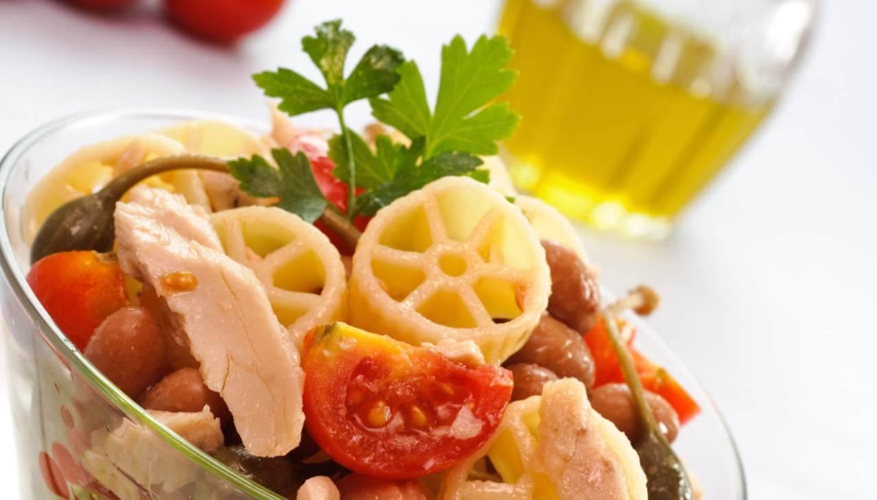 Pasta fredda con verdura e pesce
