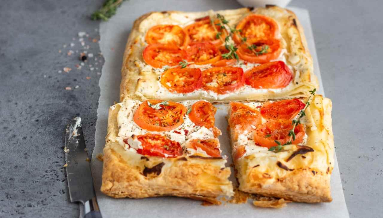 Finger food di pasta sfoglia con formaggio e verdura