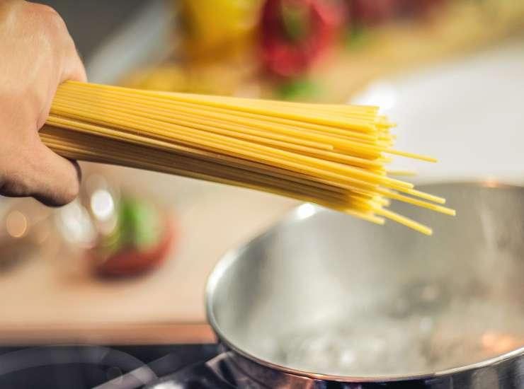 Spaghetti con tonno pomodorini