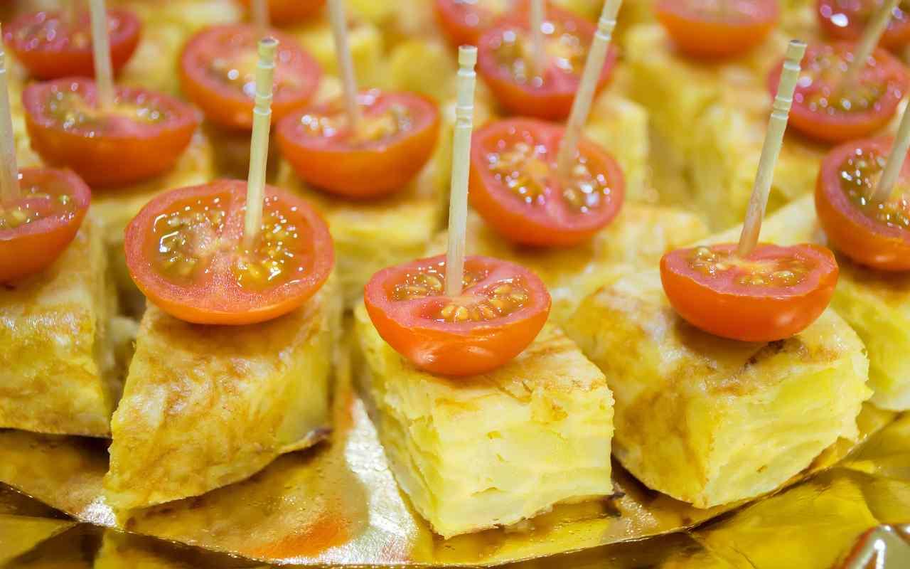 spiedini frittata pomodori ricetta FOTO ricettasprint