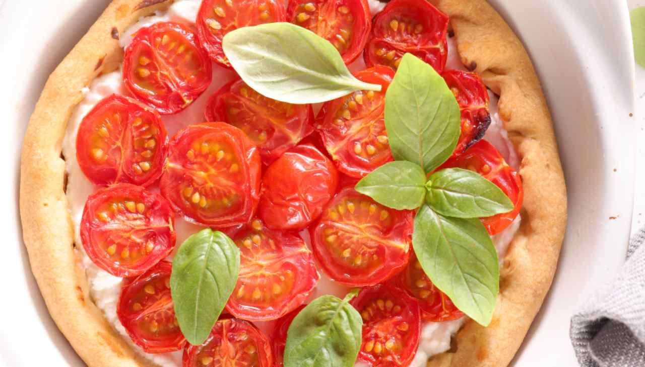 Torta salata con ricotta e pomodorini freschi