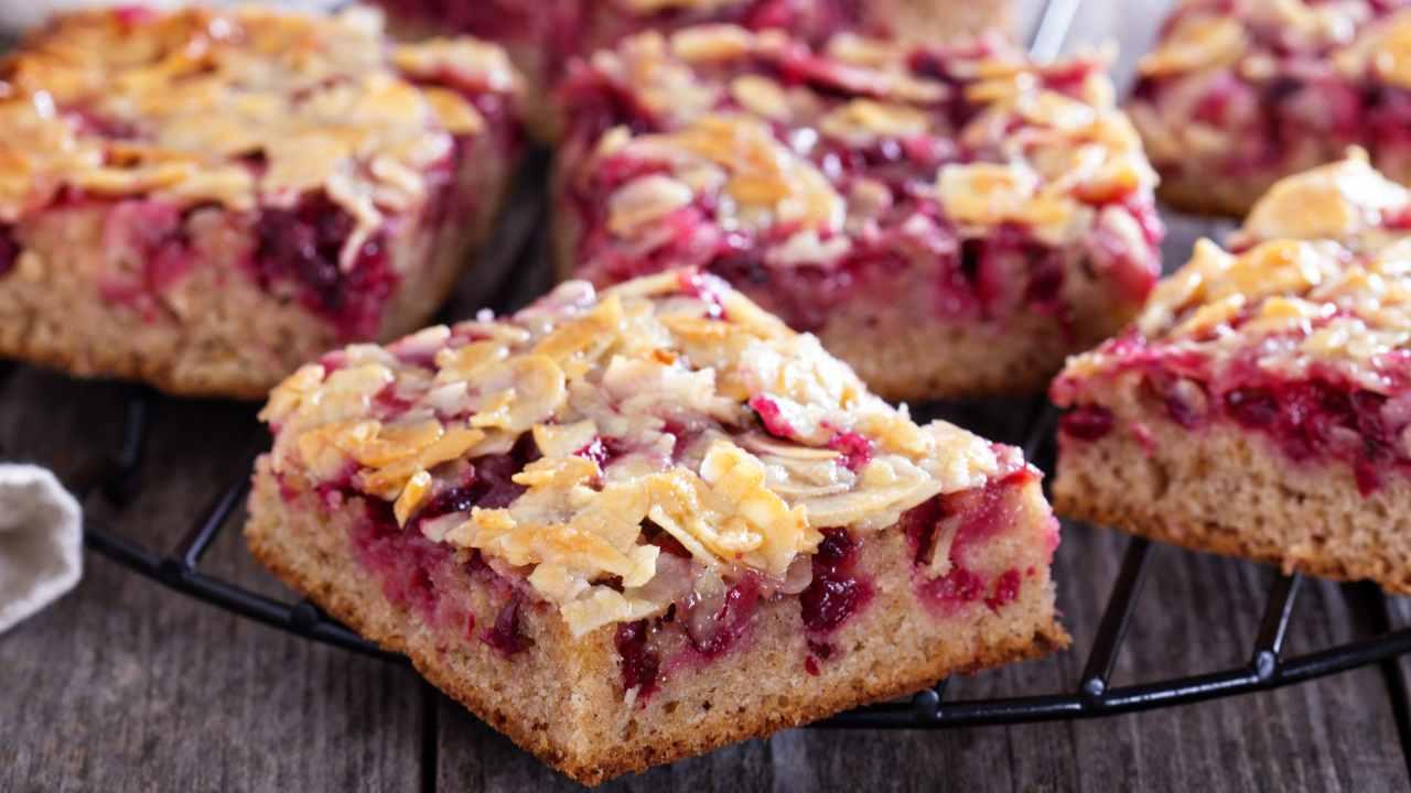 Torta integrale con ciliegie