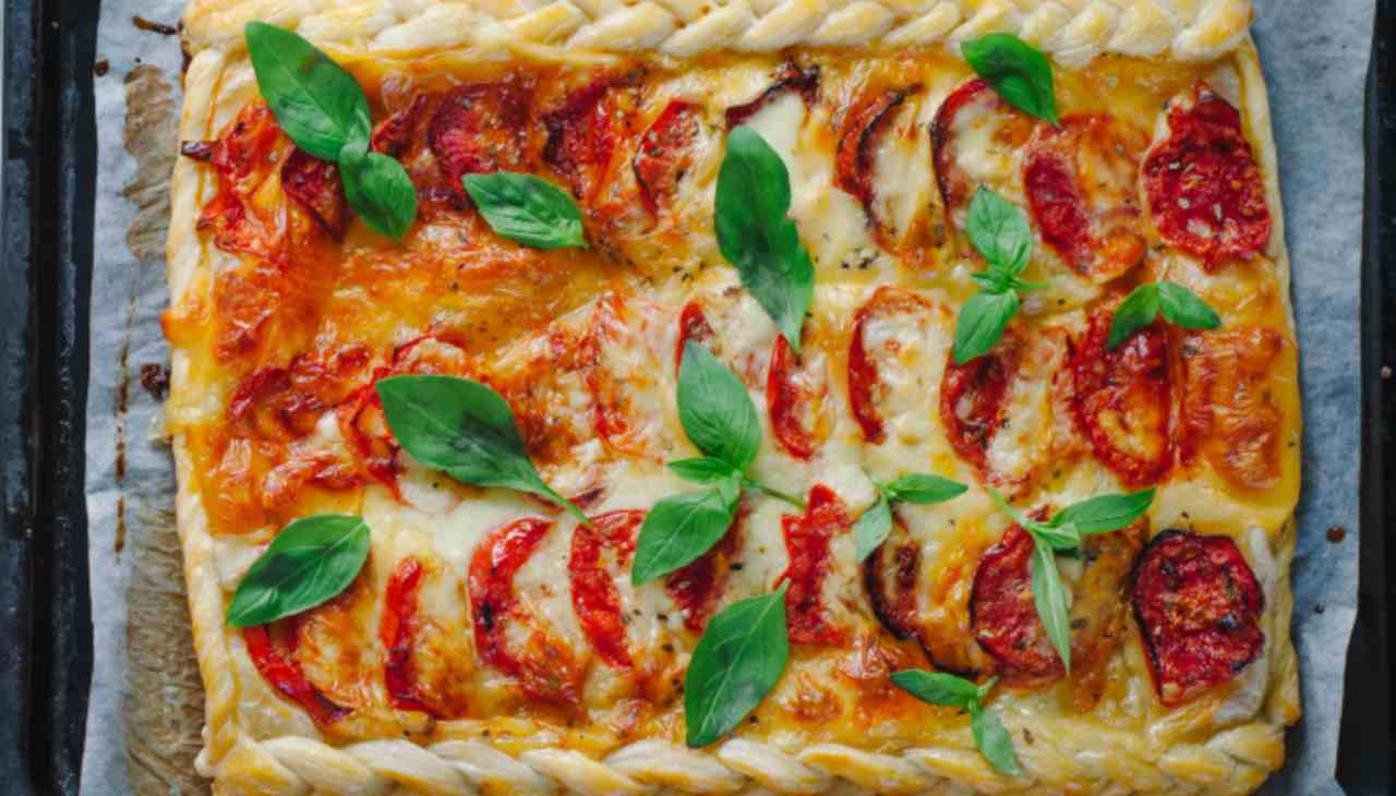 Finger food con mozzarella, pomodoro e basilico