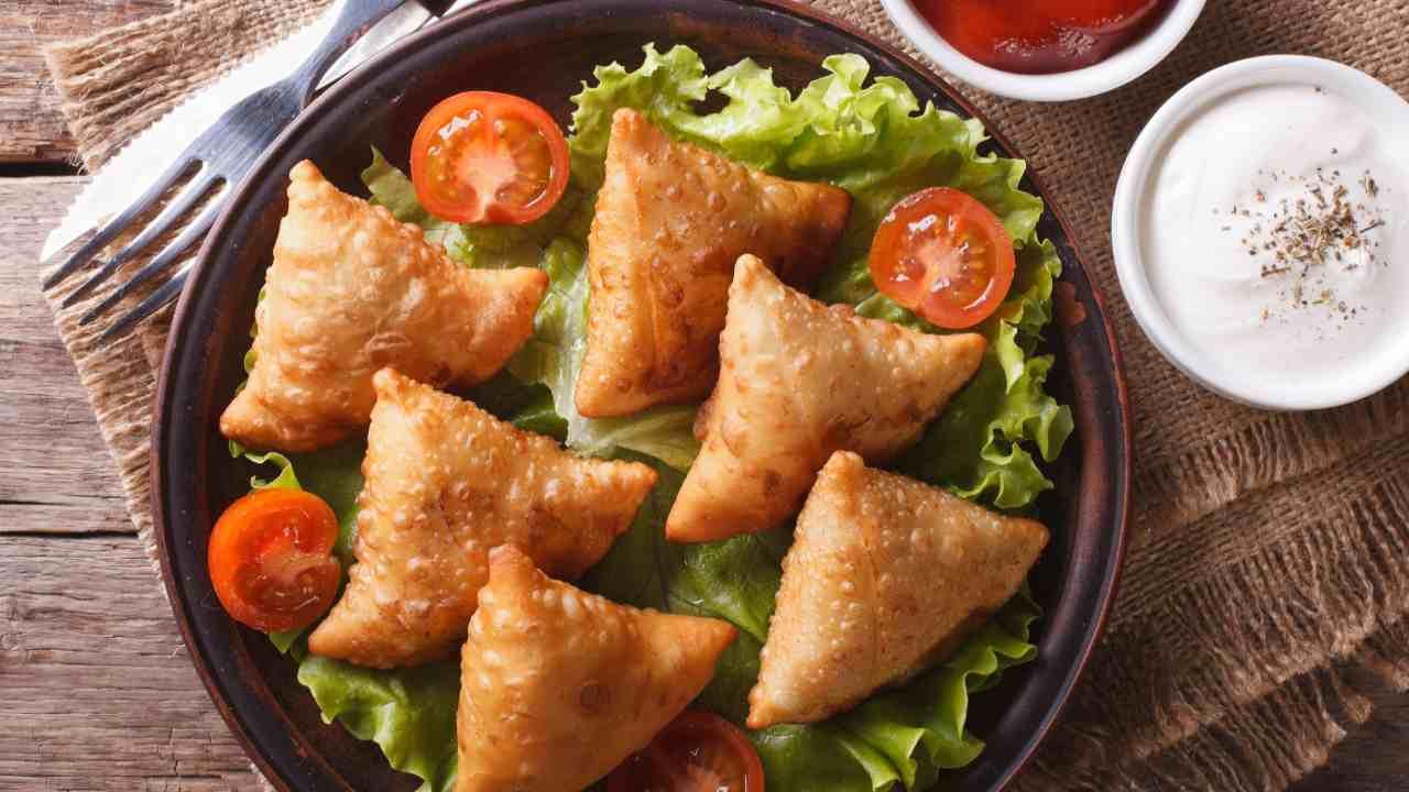 Triangoli fritti ripieni verdure