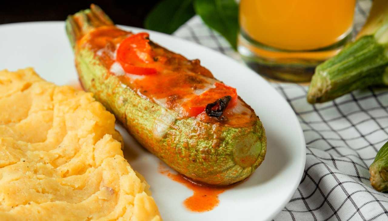 Finger food di verdure con formaggio e pomodori