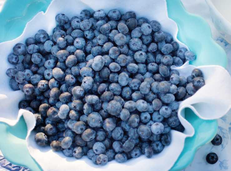 Colazione con yogurt greco e mirtilli ricetta
