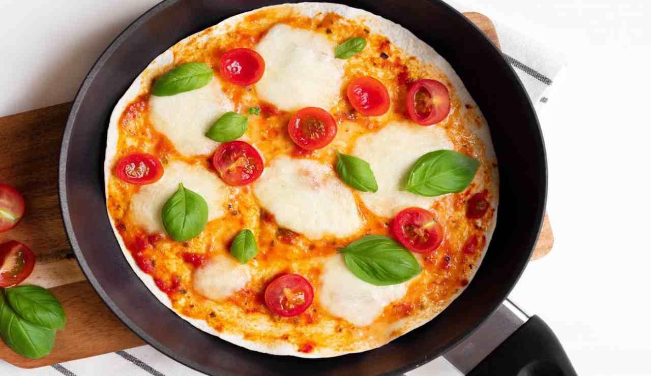 pizza facile in padella 5 minuti