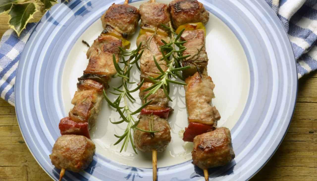 Spiedini di carne bianca, zucchine e peperoni