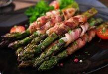 Finger food di asparagi con affettato