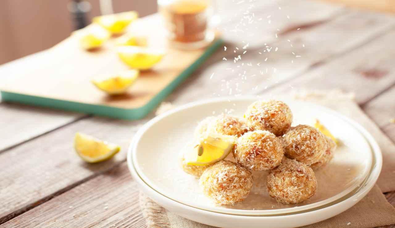 Bocconcini cocco e limone  AdobeStock